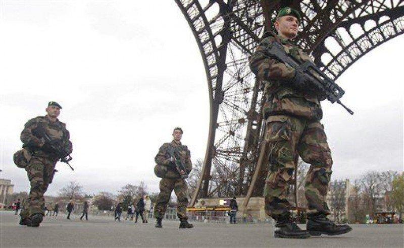 Más de 8.000 militares han sido desplegados en Francia.