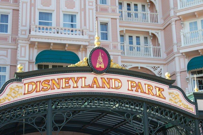 Disneyland París cierra sus parques tras los atentados