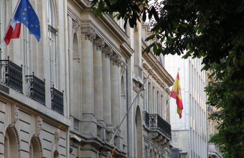 Consulado español en París.