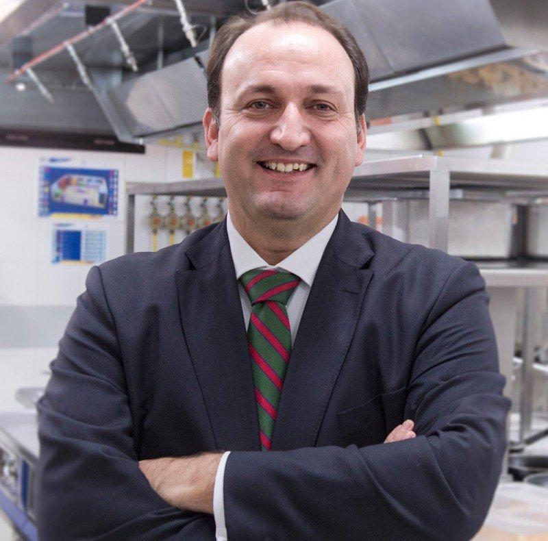 Ricardo Fernández de la Puente.