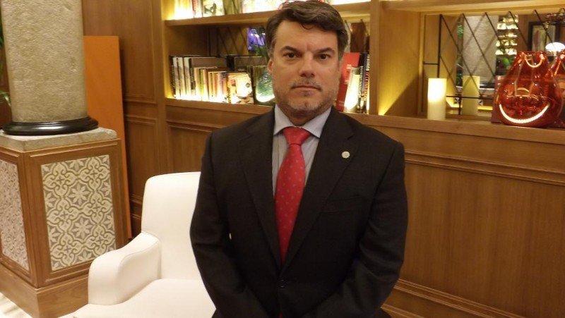 El incremento de una oferta hotelera de calidad en la Gran Vía será beneficioso para todos, según el director del H10 Villa de la Reina, Ignasi Prosper.