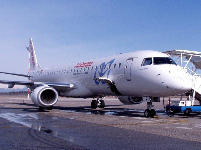 En la imagen uno de los Embraer 195 de la compañía que pasará a integrar la flota de Air Europa Express.