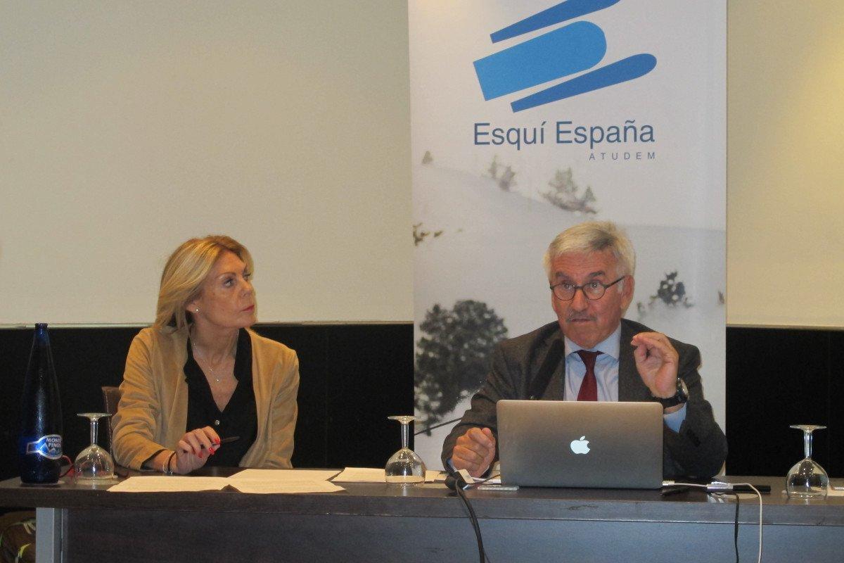 María José López, consejera delegada de Cetursa Sierra Nevada, y Aureli Bisbe, presidente de Atudem, presentaron ayer en Madrid la nueva temporada.