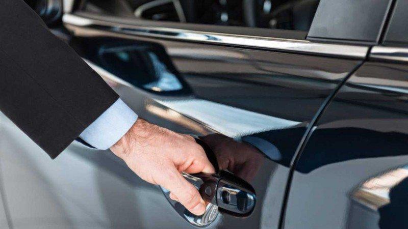 Alquiler de vehículos con conductor, sujeto por ley a una autorización administrativa