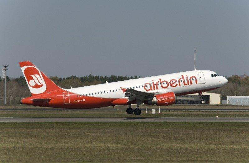 Un Airbius A320 de la flota de airberlin, una de las más jóvenes del mundo con una edad promedio de 6 años.