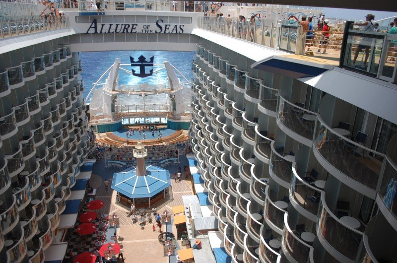 El Allure of the Seas, de Royal Caribbean, tiene Barcelona como puerto base.