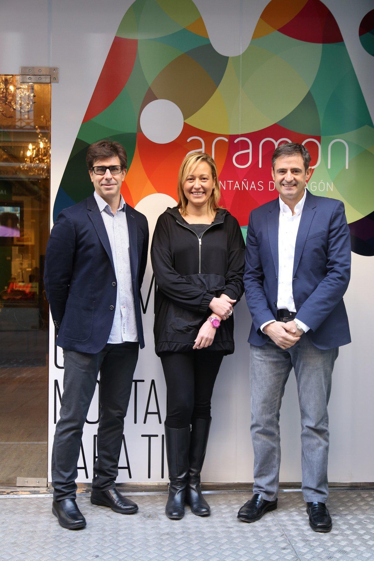 De izquierda a derecha: Josep María Gracia, director de marketing de Aramón; Marta Gastón, presidenta del Grupo Aramón; y Antonio Gericó. director general del Grupo Aramón.