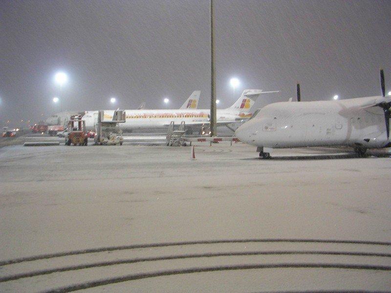 Aviones congelados en el Aeropuerto de Madrid-Barajas hace dos años, durante una de las grandes nevadas que paralizó Europa.