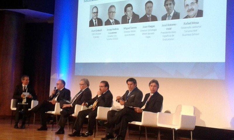 El moderador de la mesa junto a, de izq. a dcha, Kurt Grütsch, Josep Andreu Casanovas, Rafael Mesa, Miguel Serres y José Antonio Vidal.