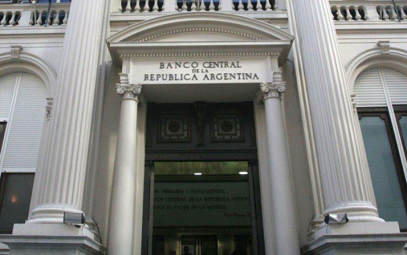 Argentina: Banco Central vuelve a achicar el cupo para girar dólares al exterior