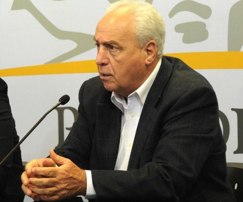 El ministro de Transporte, Víctor Rossi, explicó la postura del gobierno frente al tema Uber.