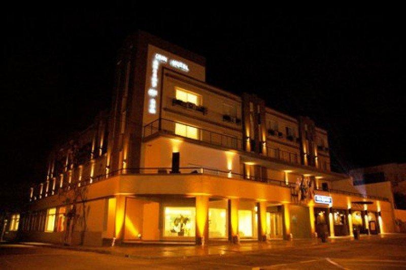 Hotel Brisas del Hum: un clásico reciclado a nuevo en la ciudad de Mercedes.