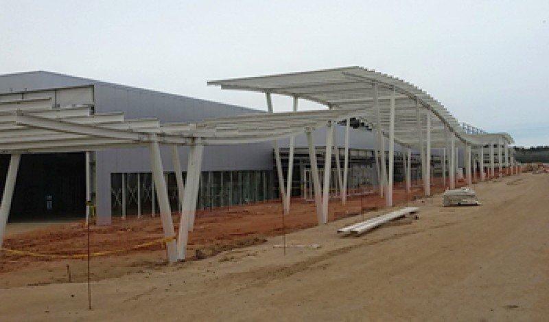 El Centro de Convenciones de Punta del Este comienza a adquirir su perfil.
