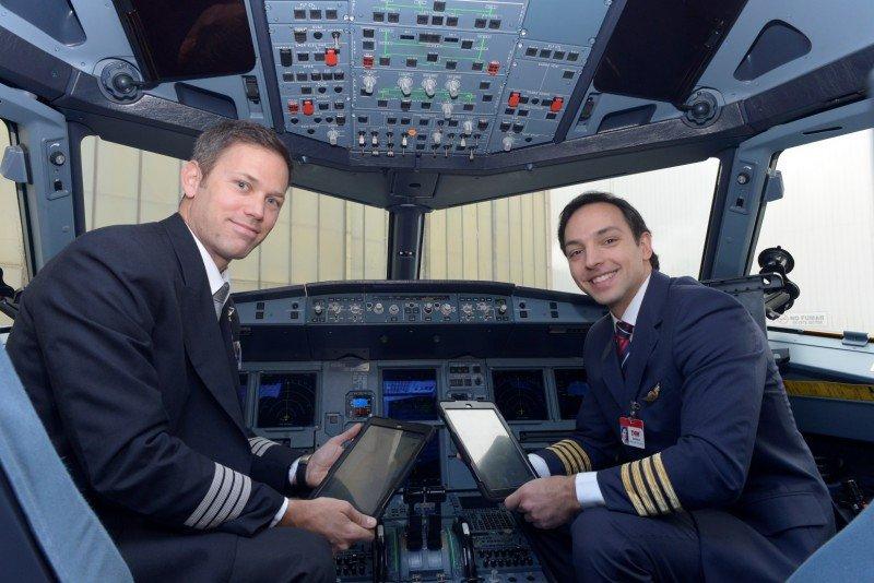Pilotos y tripulantes de LATAM utilizarán tablets en los vuelos.