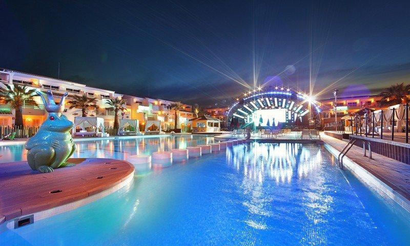 The Club, del Ushuaïa Ibiza Beach, es uno de los lugares más fotografiados del hotel.