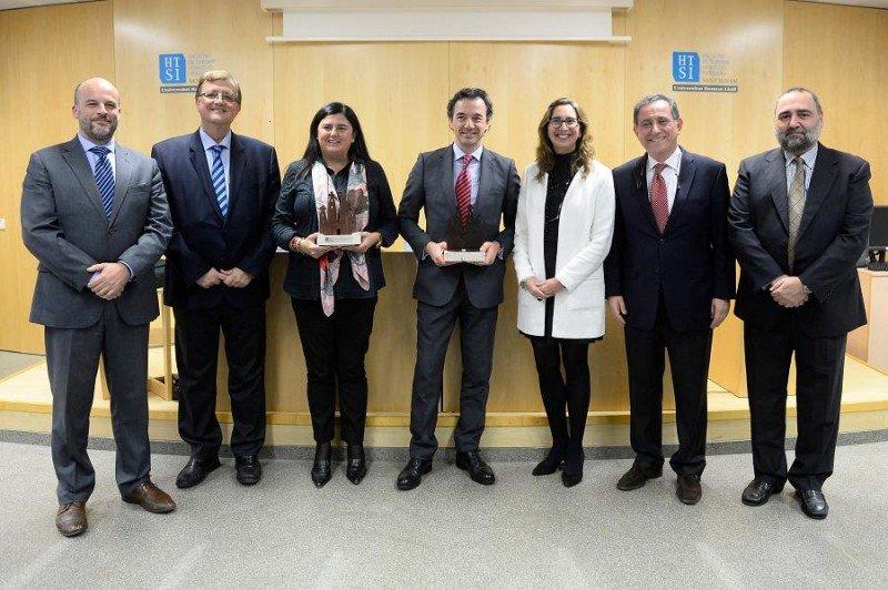 Foto de familia de los premiados con los representantes de la Facultad de Turismo y Dirección Hotelera Sant Ignasi-HTSI.
