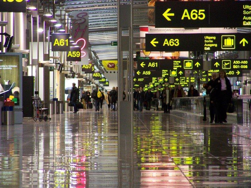 Cinco grandes grupos aéreos piden a Bruselas acciones para reducir las tasas aeroportuarias