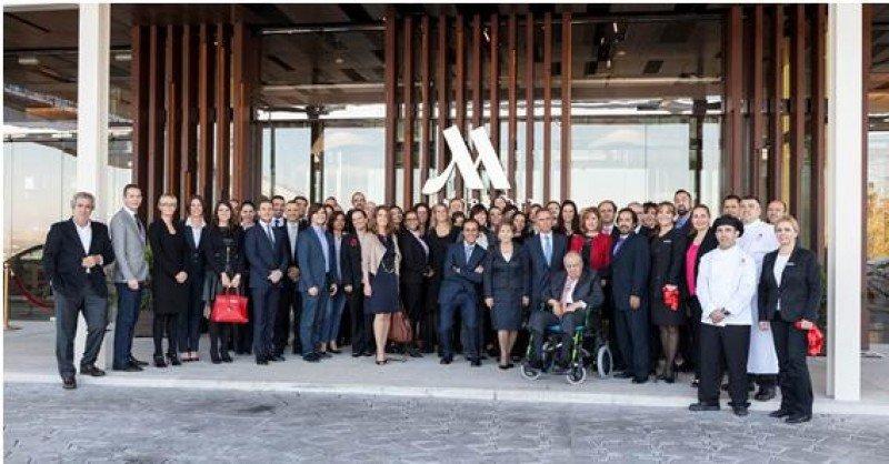 Foto de familia con motivo de la inauguración del Madrid Marriott Auditorium.