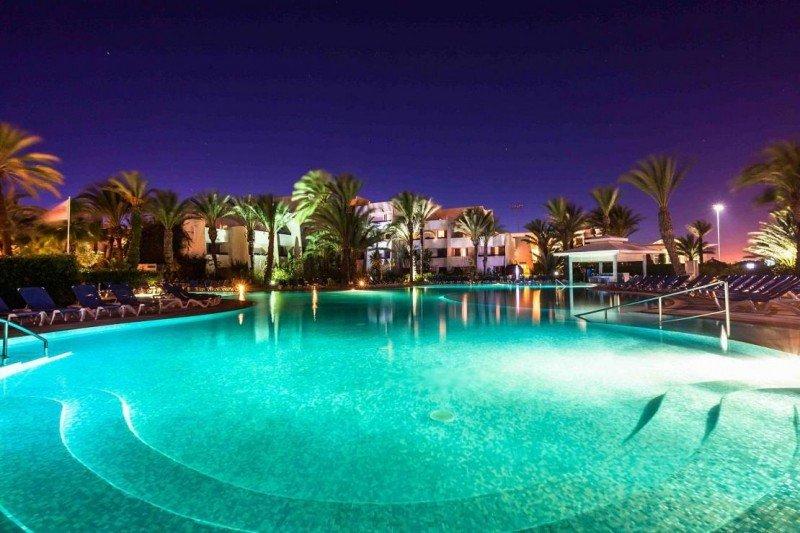 Les Dunes d'Or Hotel and Spa, en Agadir y con 435 habitaciones, reabrirá el 19 de marzo tras su remodelación.