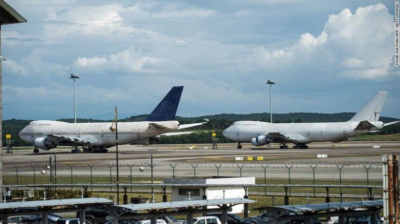 LOs Boieng 747 aparcados en el Aeropuerto de Kuala Lumpur.