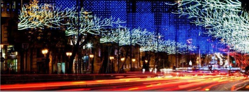 Madrid, iluminada de Navidad, espera a sus visitantes.