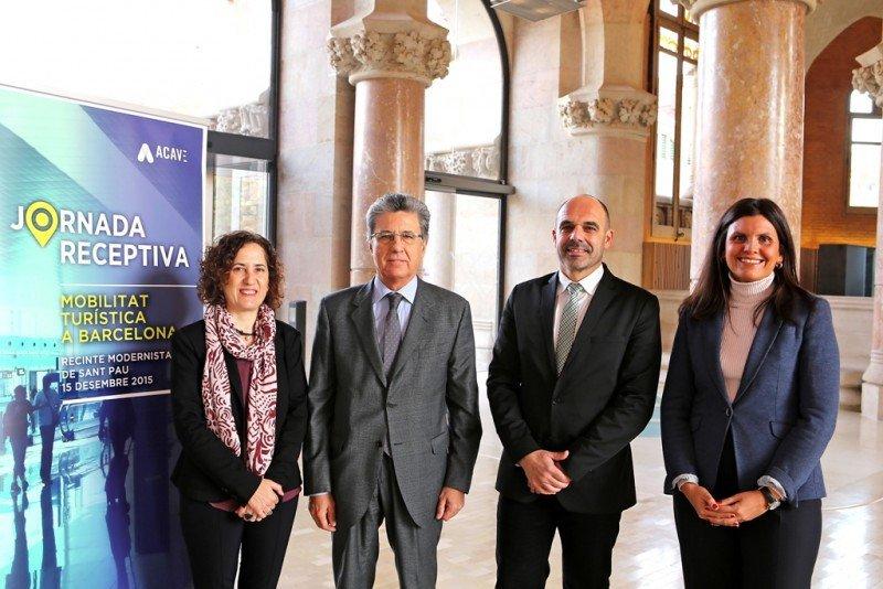 María Abellanet (grupo CETT) con los miembros de ACAVE Martín Sarrate, Jordi Martí y Catiana Tur.