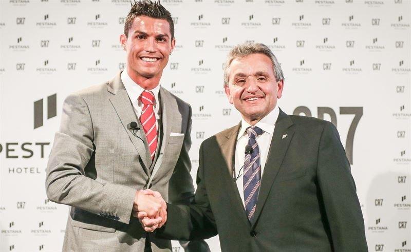 Cristiano Ronaldo con Dionisio Pestana en la presentación de la nueva marca CR7. Foto: Cordón Press.