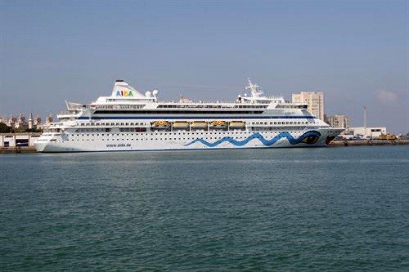 Cádiz supera por primera vez los 400.000 cruceristas en 2015