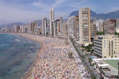 Para Podemos, el producto de sol y playa está obsoleto.