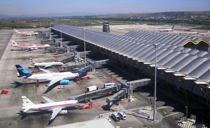Desconvocan la huelga de los operadores del guiado de aviones en tierra de Barajas