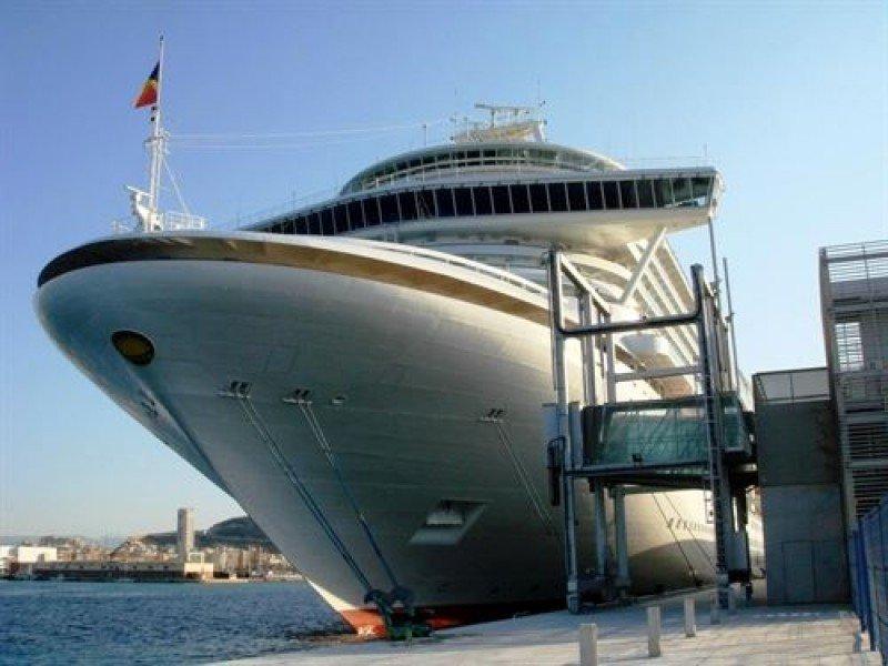 Más de 40.000 cruceristas certificarán como zona de gran afluencia turística en la Comunidad Valenciana
