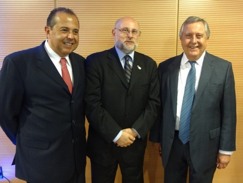 José Juan González, de Hilton, Juan Martínez de de AHRU y la Cámara Uruguaya de Turismo, y Carlos Lecueder, principal del grupo inversor y gestor.