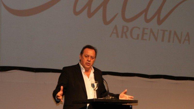 Gustavo Santos participó de la presentación del anuario de Salta.