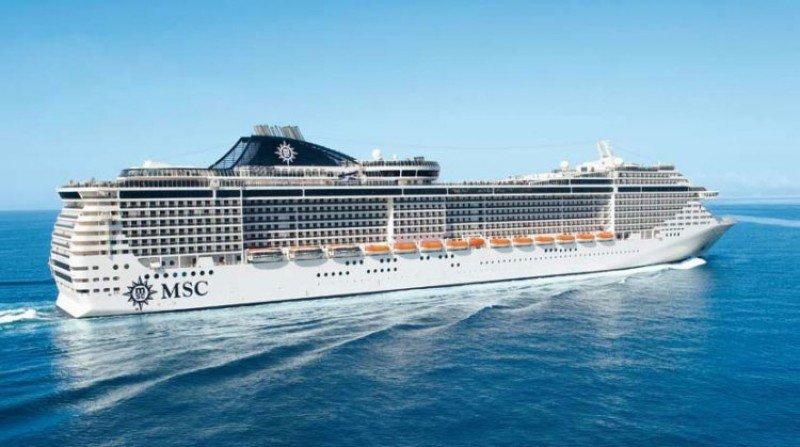 El MSC Splendida partió de Punta del Este hacia Buenos Aires.