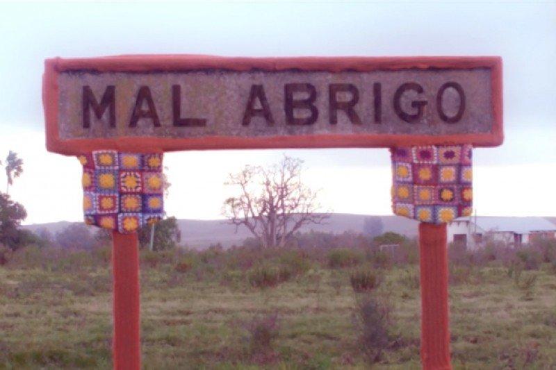Imagen de una campaña publicitaria que 'abrigó' el cartel ferroviario del pueblo mal Abrigo.