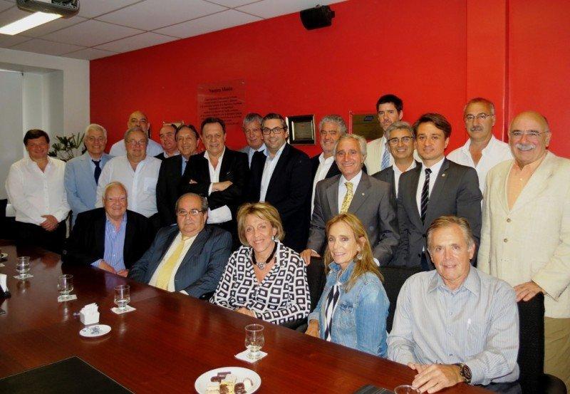Gustavo Santos presentó sus ejes de gestión ante el sector privado.