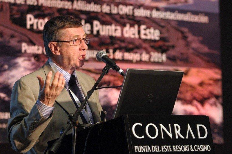 Richard Butler en evento de la OMT en Punta del Este.
