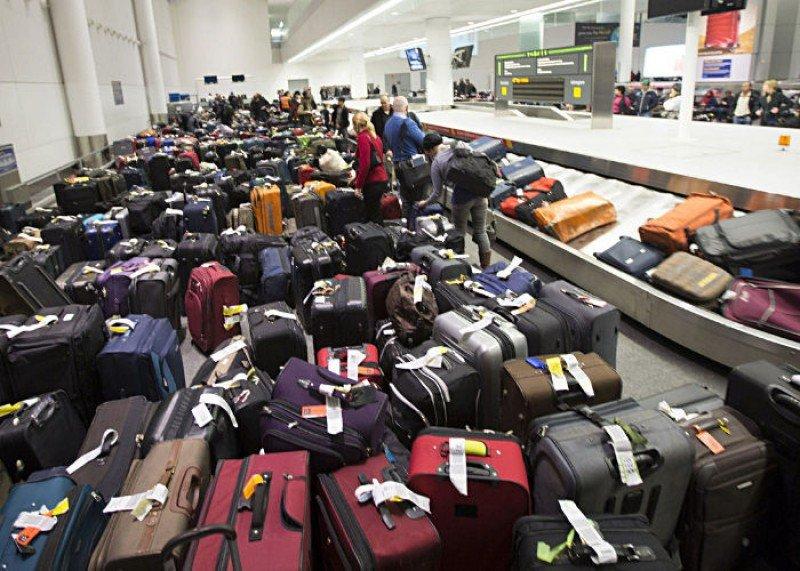 Falla sistema de equipajes en aeropuerto de Bogotá en vísperas de Navidad