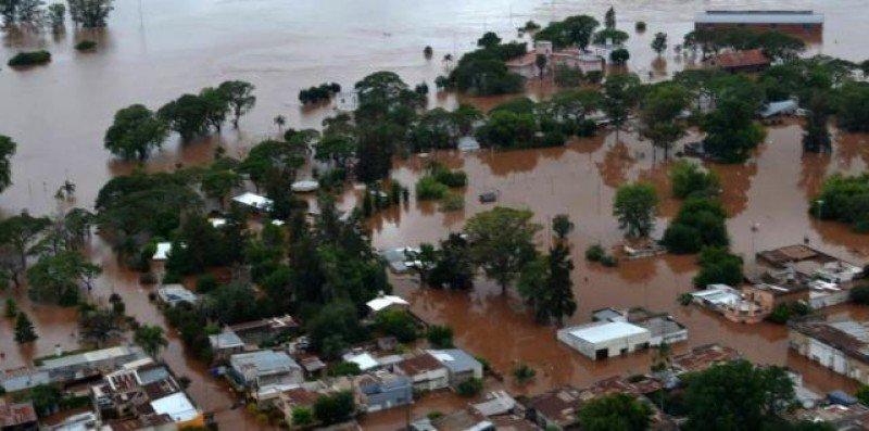Santos acuerda agenda de trabajo con provincias inundadas en Argentina