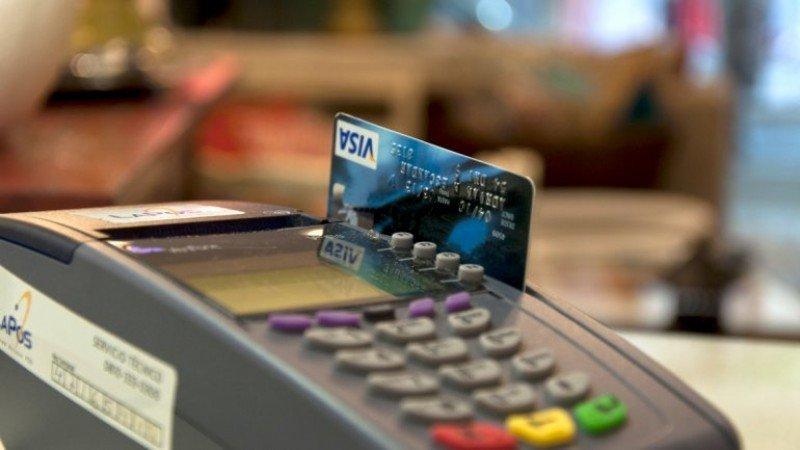 Sin cepo en Argentina los turistas extranjeros vuelven a pagar con tarjeta