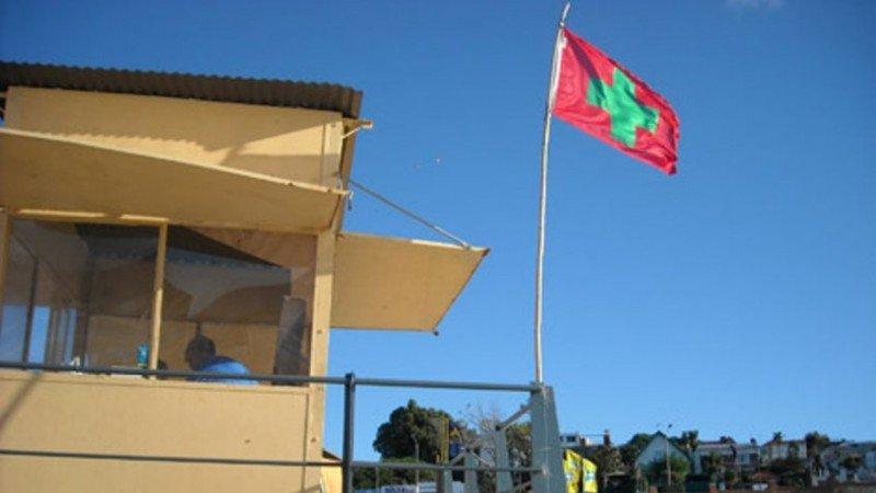 Bandera sanitaria en playas de Montevideo. Foto: El Observador