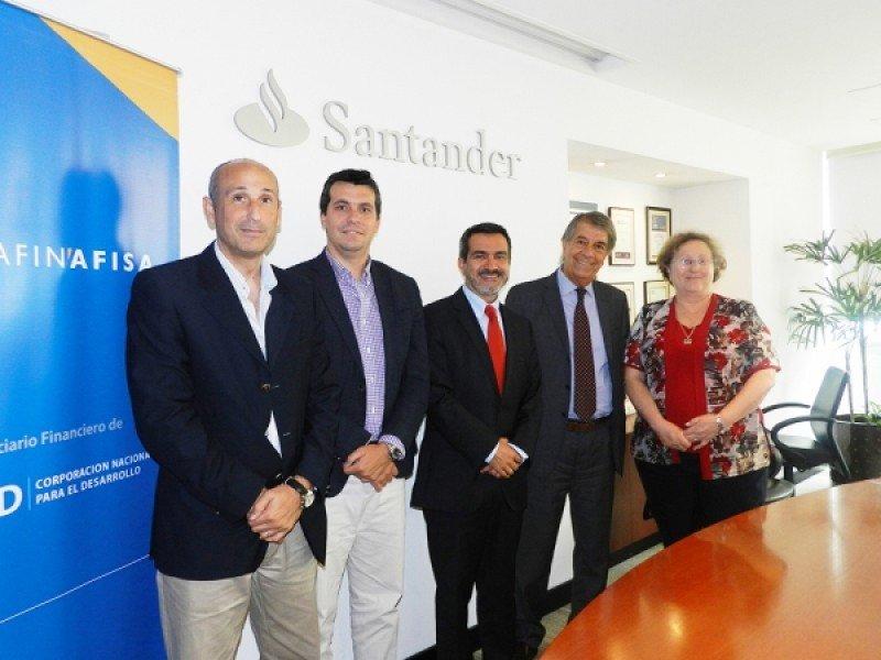 En la firma de acuerdo: Gastón Pagliaro, Esteban Gherardi, Juan Carlos Chomali, Jorge Perazzo y Adriana Rodríguez.
