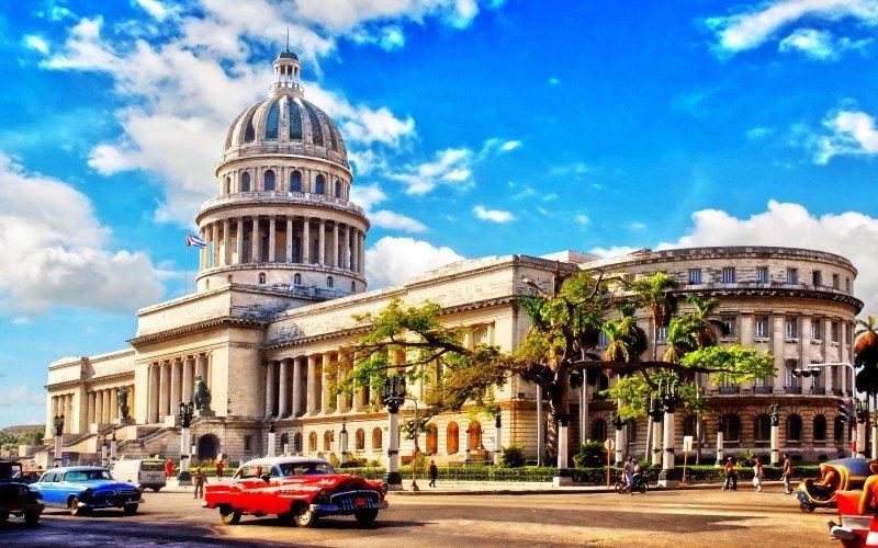 Cuba espera nuevos récords turísticos en 2016 con el aumento de conexiones