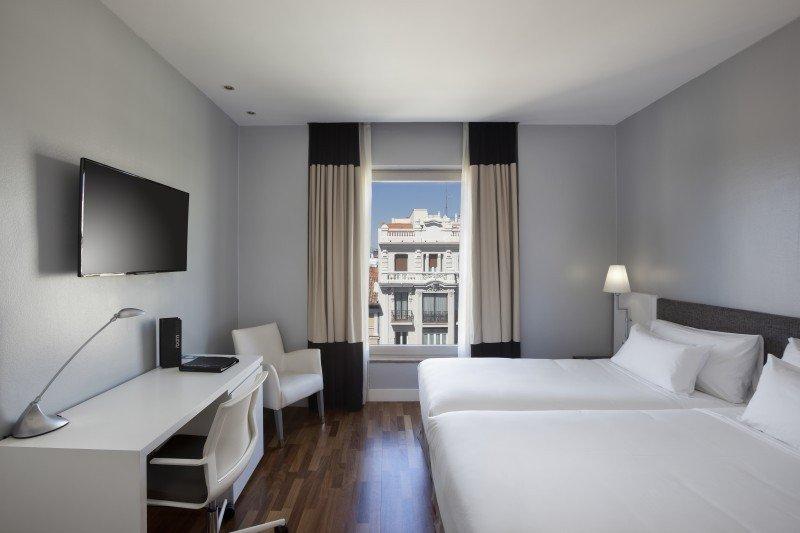 H10 compra el hotel Puerta de Alcalá, en Madrid