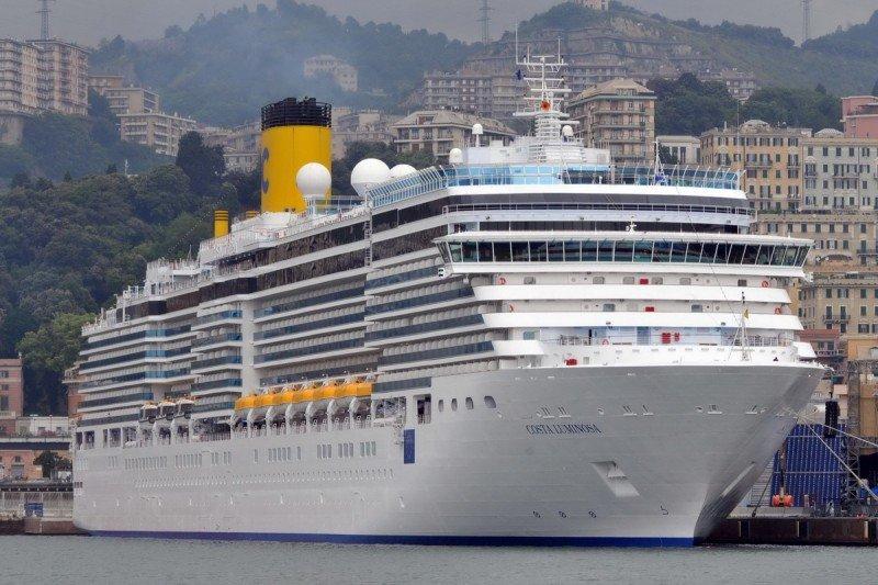El crucero Costa Luminosa dará la vuelta al mundo zarpando de Barcelona (Foto de archivo, Puerto de Génova).