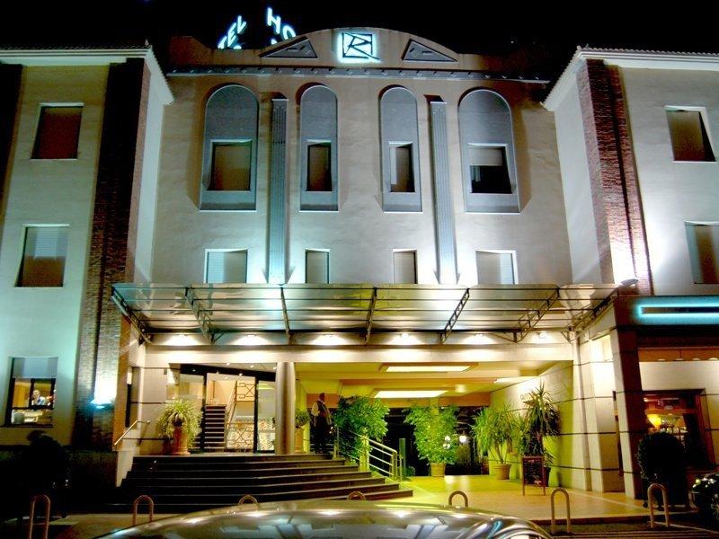El hotel Río de Badajoz cuenta con 101 habitaciones y un centro de convenciones con capacidad para 1.100 personas.