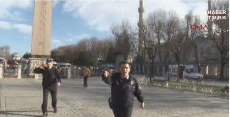 Imágenes desde el lugar del atentado emitidas por una cadena de TV turca.