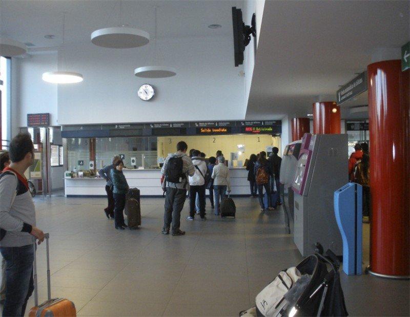 Renfe absorberá los 1.000 vendedores de billetes en estaciones adscritos a Adif