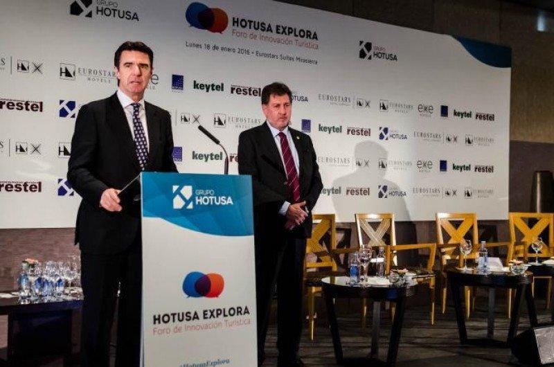 El ministro José Manuel Soria ha sido el encargado de clausurar las jornadas, acompañado de Amancio López.