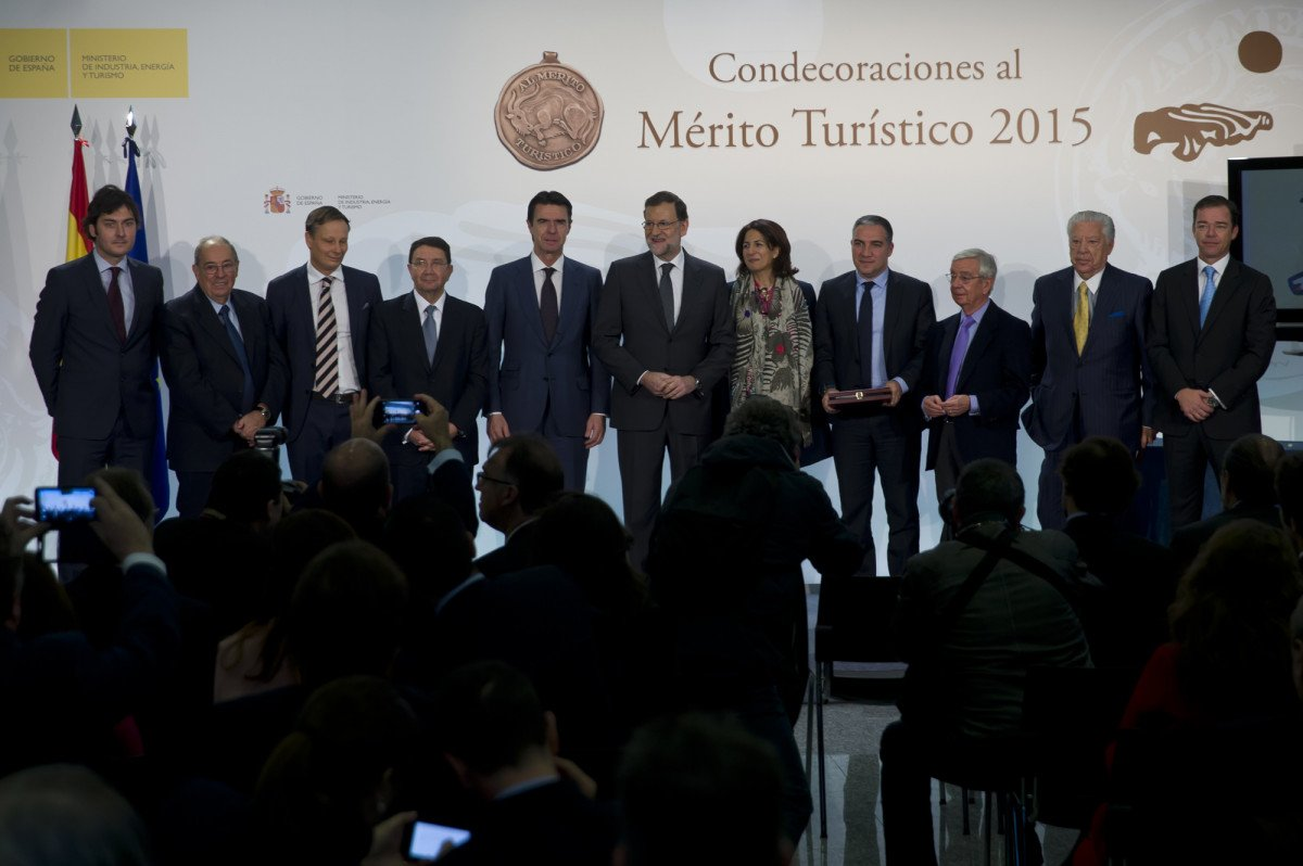 Mariano Rajoy presidió el acto de entrega de las Medallas al Turismo, un evento en el que también estuvo presente José Manuel Soria, ministro de Industria, Energía y Turismo, Taleb Rifai, secretario general de la OMT, e Isabel Borrego, secretaria de Estado de Turismo.